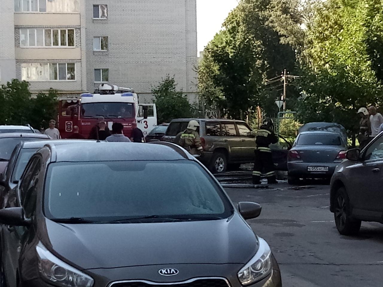 В Брянске на Жуковского вспыхнул автомобиль