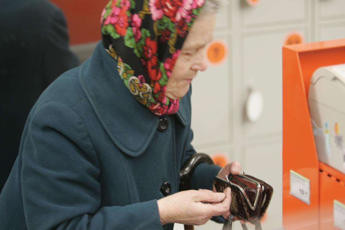 Жительница Брянска заплатила за старушку в магазине и получила массу оскорблений
