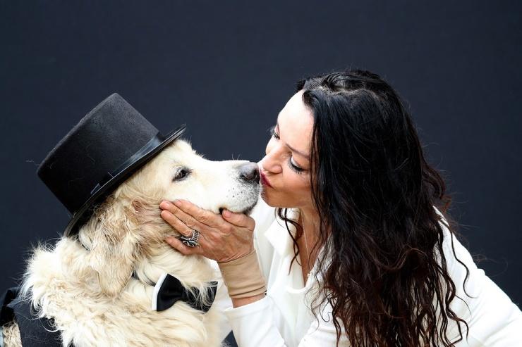Женщина решила выйти замуж за собаку после 220 неудачных свиданий