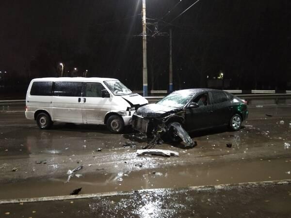 В Брянске на Литейной произошла серьезная авария