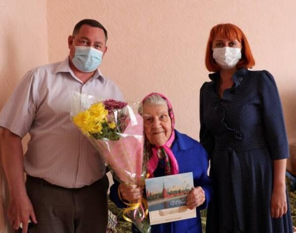 Губернатор Богомаз поздравил брянскую долгожительницу с юбилеем
