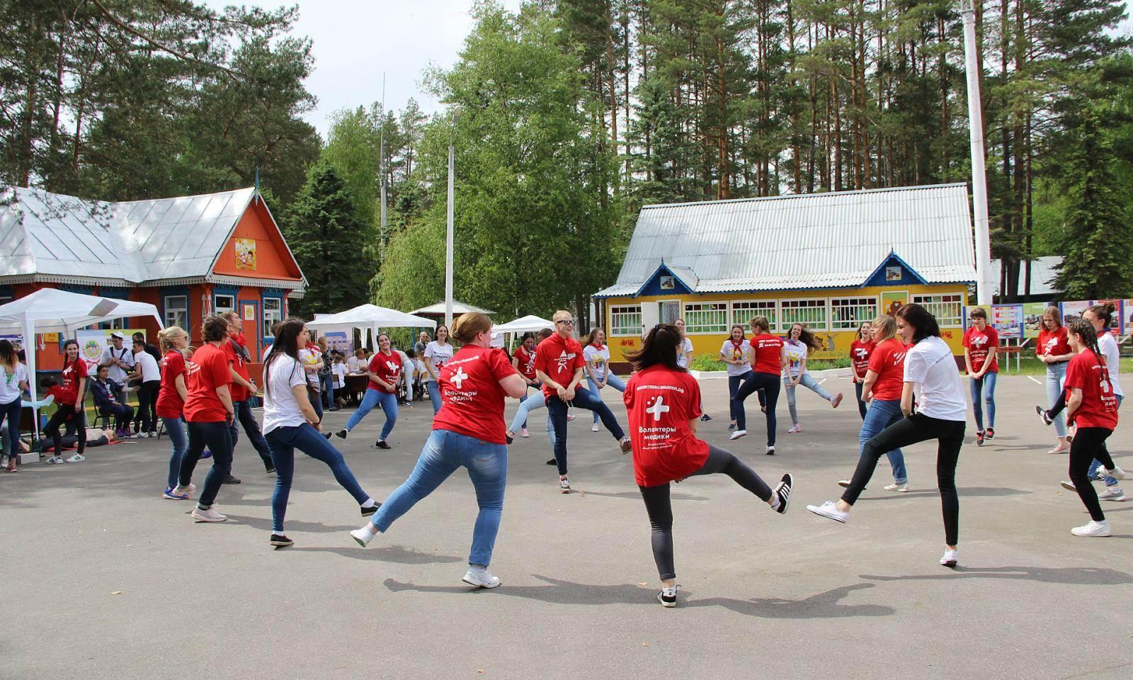 100 студентов брянских педагогических колледжей прошли обучение в школе вожатых
