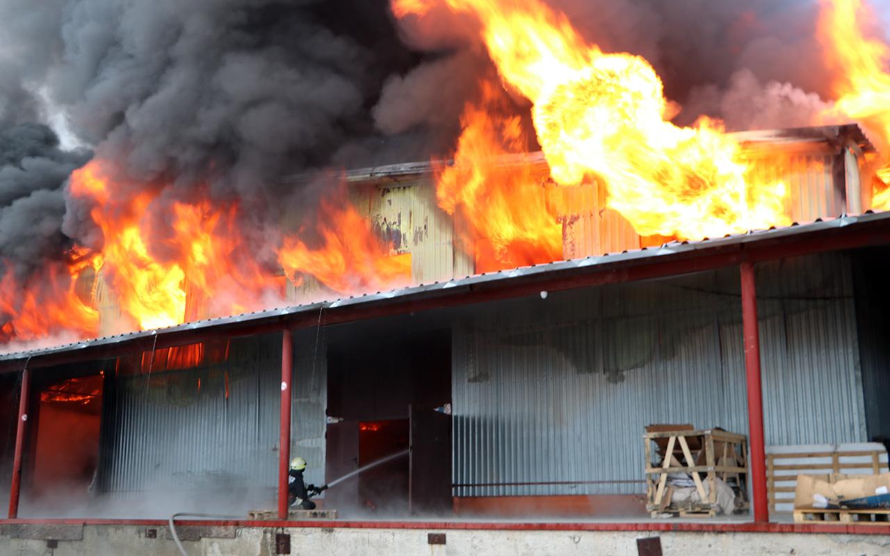 В Брянске ликвидировали огонь на горящем складе ТЦ «Меркурий» на Вокзальной