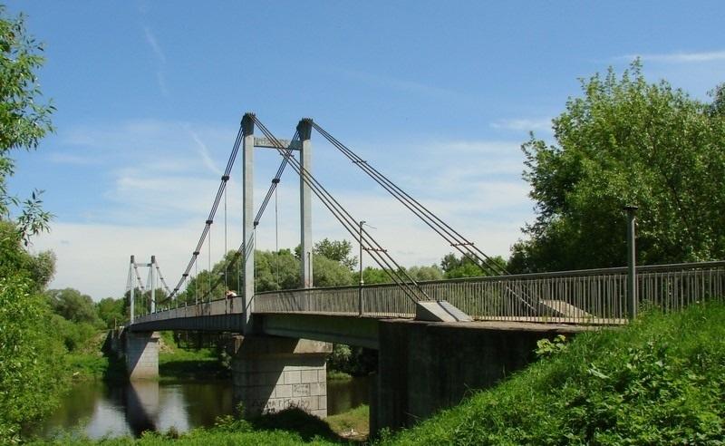 В Советском районе приводят в порядок Голубой мост в роще «Соловьи»
