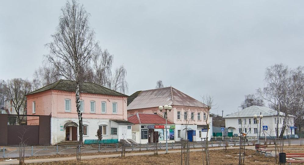 В поселке Рогнедино завершился ремонт дороги на улице Ленина