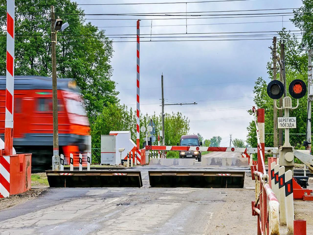 На переезде возле станции Белые Берега ограничат движение транспорта