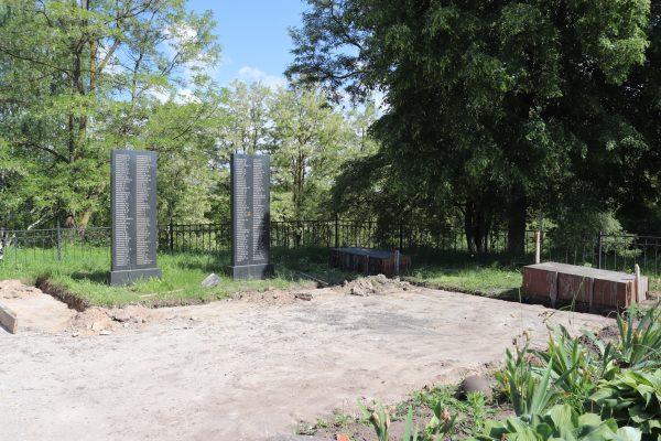 В Севском районе благоустраивают сквер Памяти