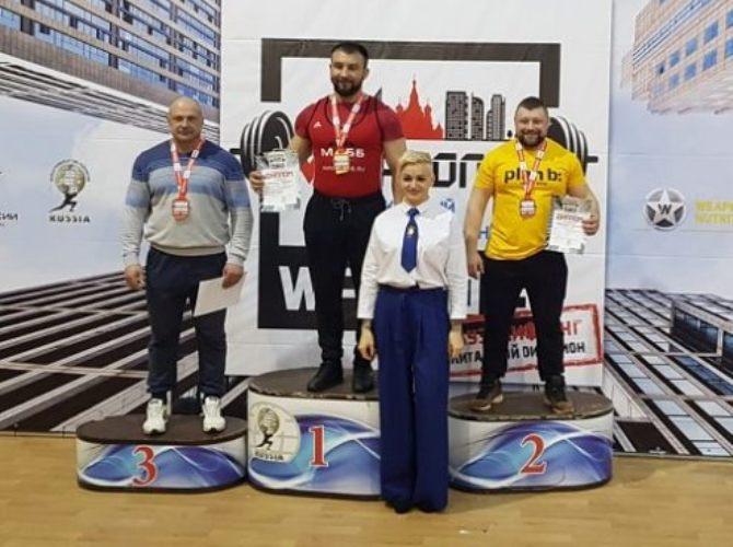Суражский спортсмен победил на всероссийском турнире по пауэрлифтингу