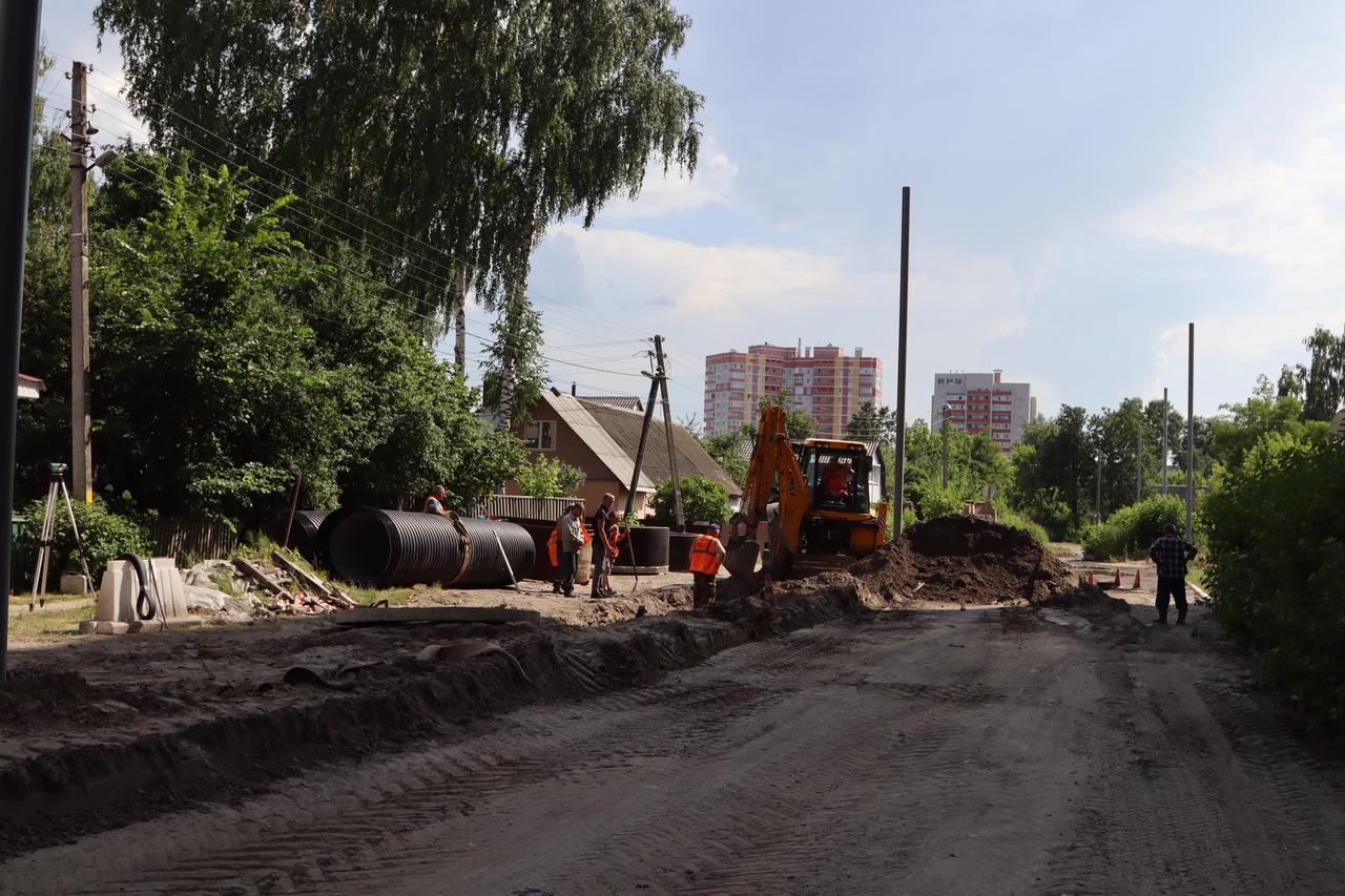 В Брянске продолжается ремонт улиц на Володарке и в Бежице