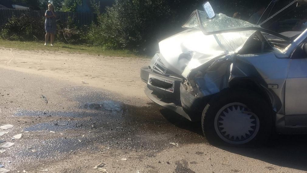 В бежицком поселке Радица-Крыловка столкнулись автобус и легковушка