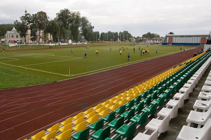 В Новозыбкове продолжается реконструкция стадиона «Труд»