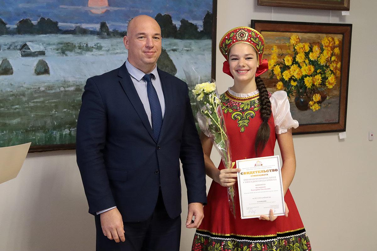 В Брянске присвоили 50 муниципальных стипендий деятелям культуры и волонтерам