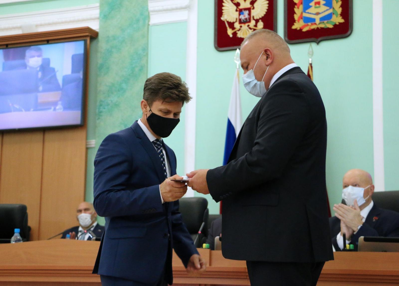 Три жителя Брянской области стали заслуженными работниками транспорта