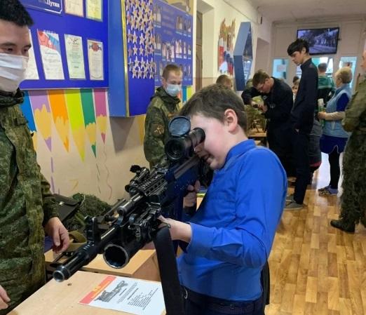 В Клинцах прошла выставка стрелкового оружия и показ военной техники