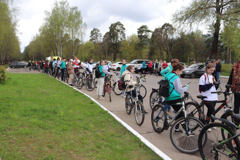 В Клинцах провели велопробег ко Дню Победы к мемориалу «Речечка»