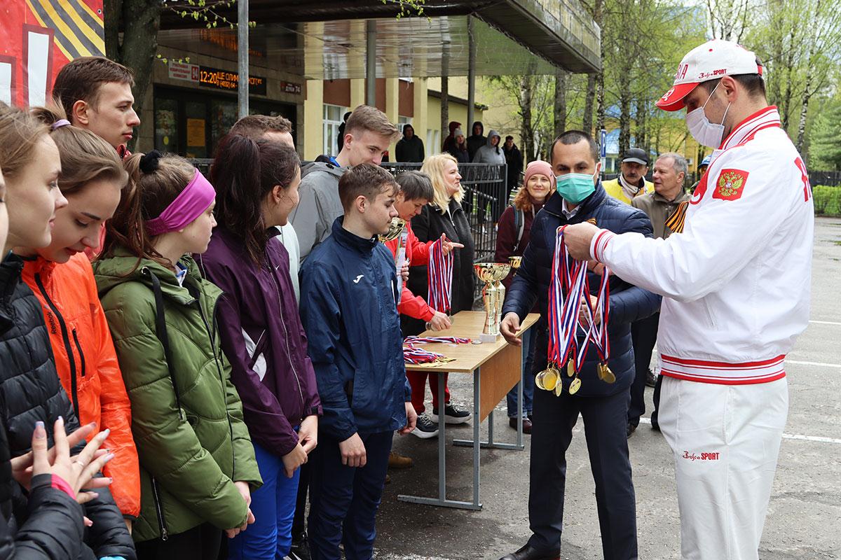 В Брянске прошла легкоатлетическая эстафета в День Победы