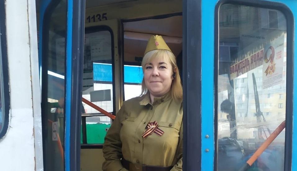 В Брянске 9 Мая кондукторы и водители вышли на маршруты в военной форме