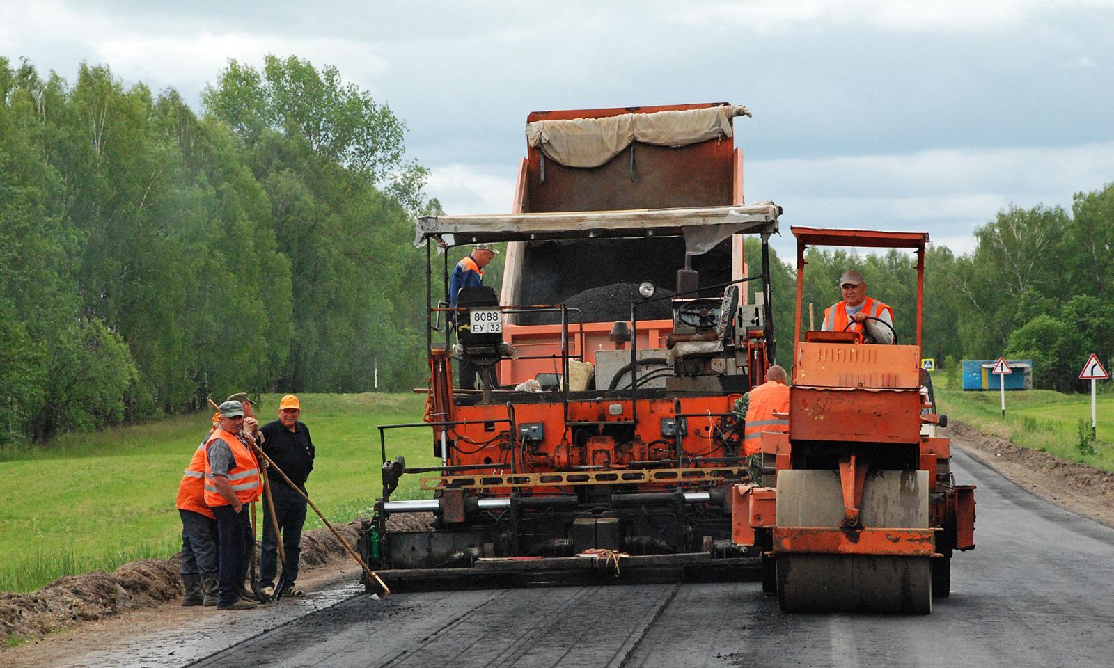 В Брянске сделали 15 процентов дорожных работ на 28 улицах города
