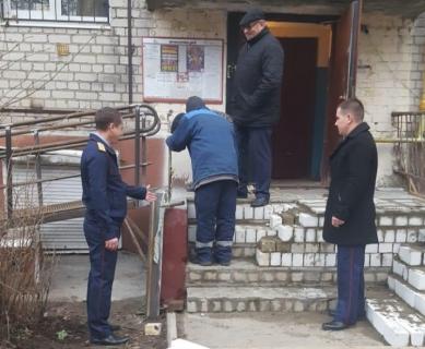 В Брянске сделают пандус в доме девочки-инвалида