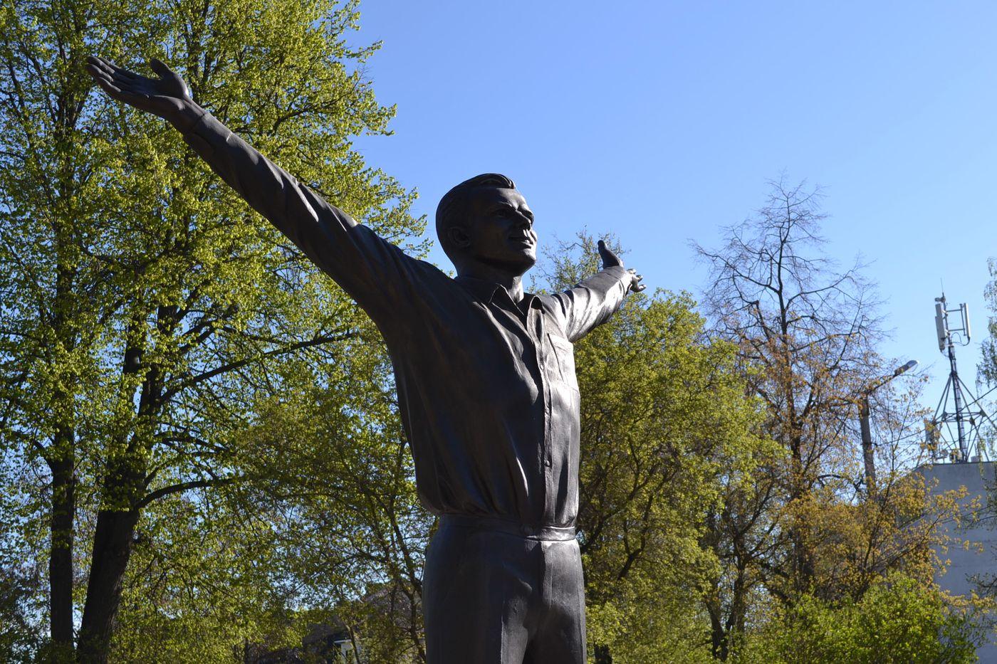 В Клинцовском районе обновят памятник Юрию Гагарину