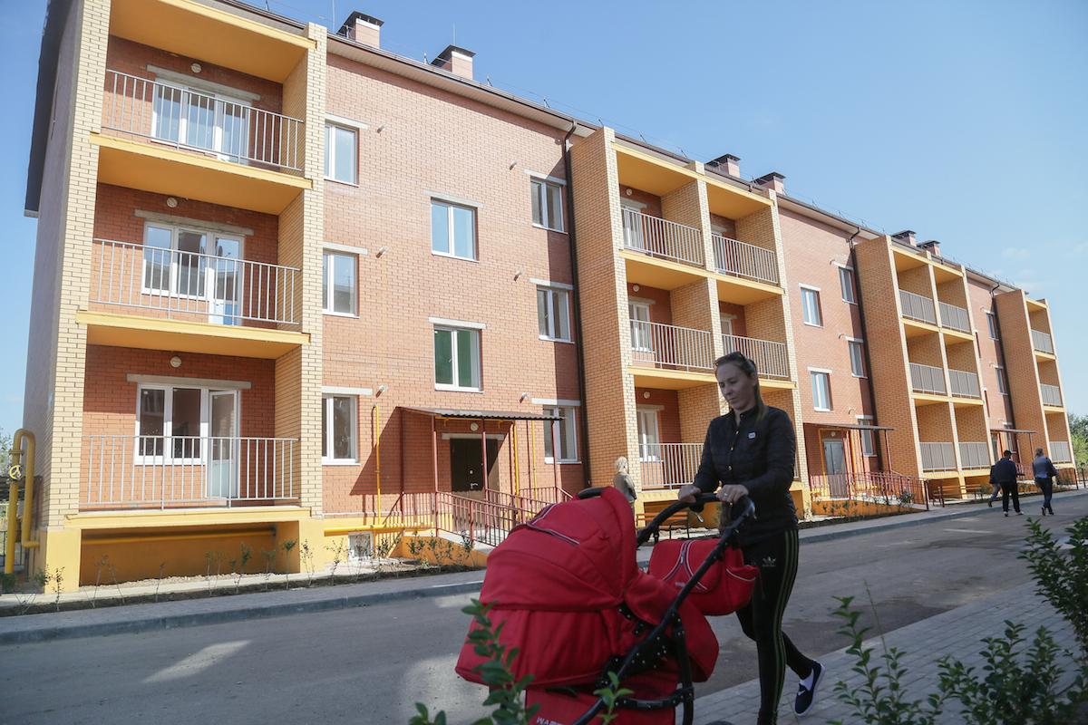 В Брянской области на приобретение жилья для детей-сирот направили 399,6 млн рублей