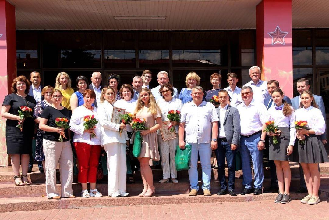 В Брянске наградили борющихся с коронавирусом врачей