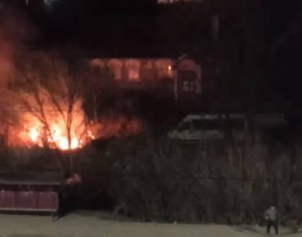 В Брянске сняли на видео пожар на улице Флотской