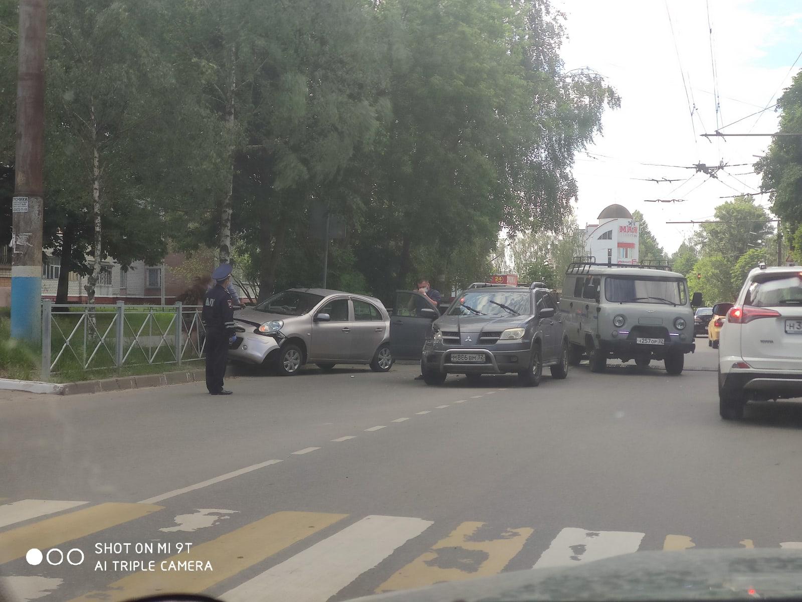 Возле ресторана «Августин» в Брянске произошло массовое ДТП