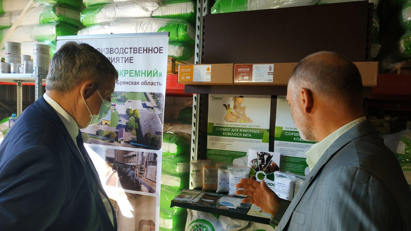 Губернатор Брянской области познакомился с продукцией компании «Экокремний» в Новозыбкове