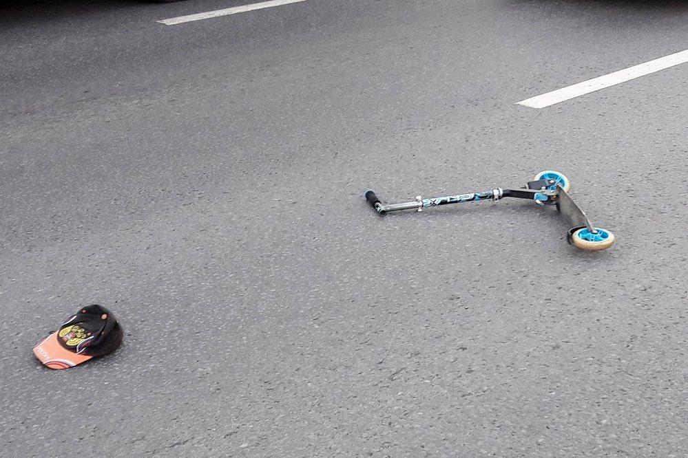 В городе Новозыбкове автомобиль Росгвардии сбил 2 детей на самокате