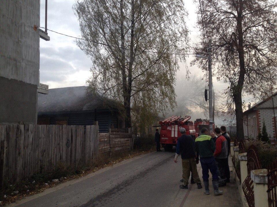 В поселке Октябрьском Бежицкого района утром сгорел жилой дом