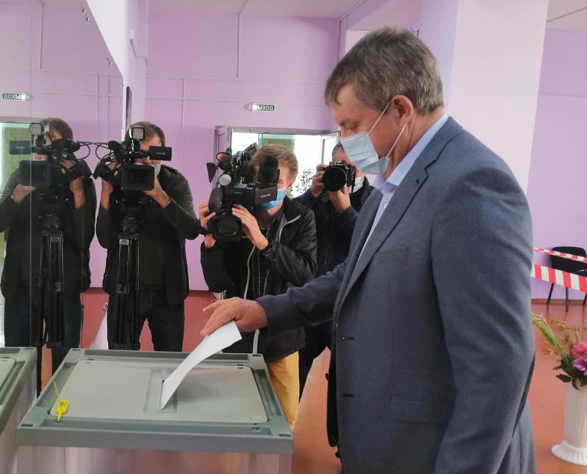Брянский губернатор Богомаз посетил участки голосования «Единой России»