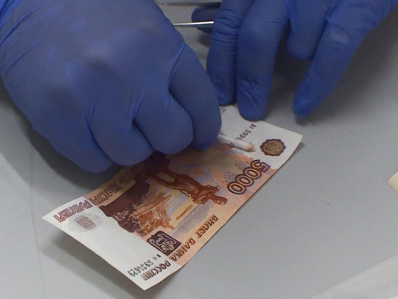 В Брянске задержали банду сбытчиков поддельных 5-тысячных купюр