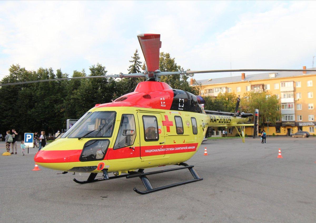В Бежицком районе у городской больницы №1 экстренно приземлился медицинский вертолет