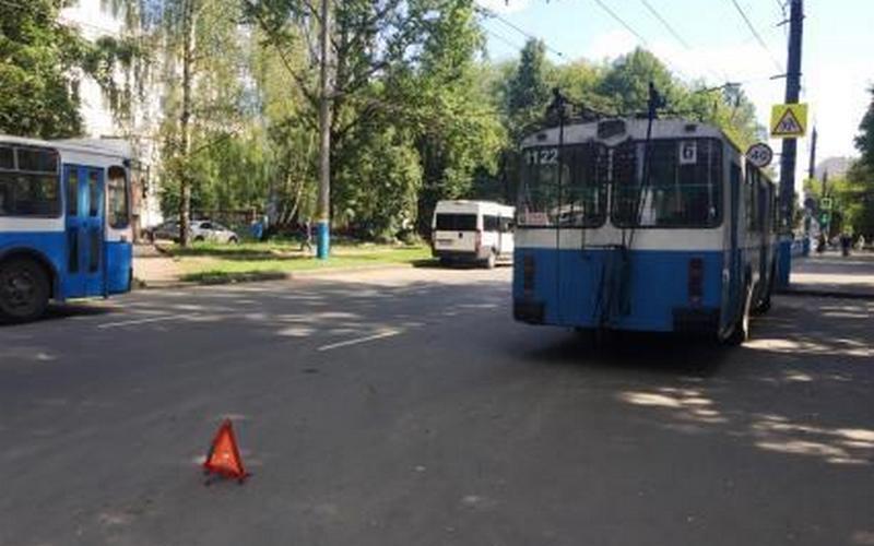 В Брянске в троллейбусе покалечилась 79-летняя пассажирка