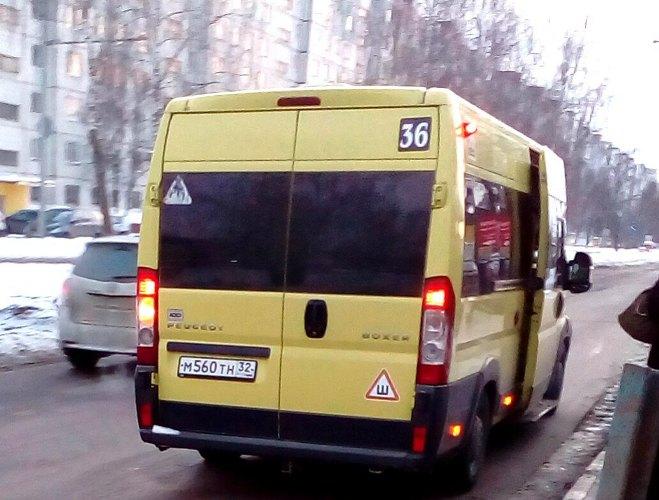 Жительница Брянска выскочила из неадекватной маршрутки раньше своей остановки