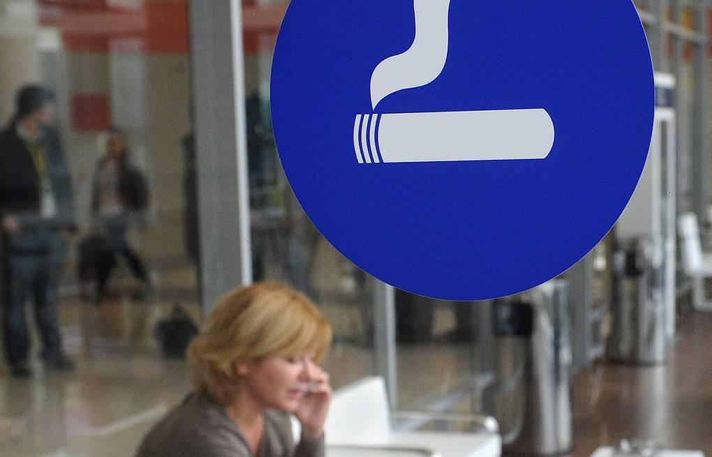 Курилки в аэропортах сделают платными