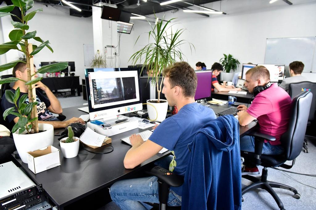 Россияне выступили против дресс-кода на работе