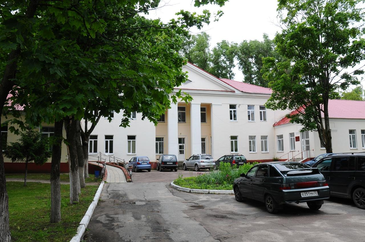 Медикам из «красной зоны» Унечской ЦРБ отказывают в получении страховки