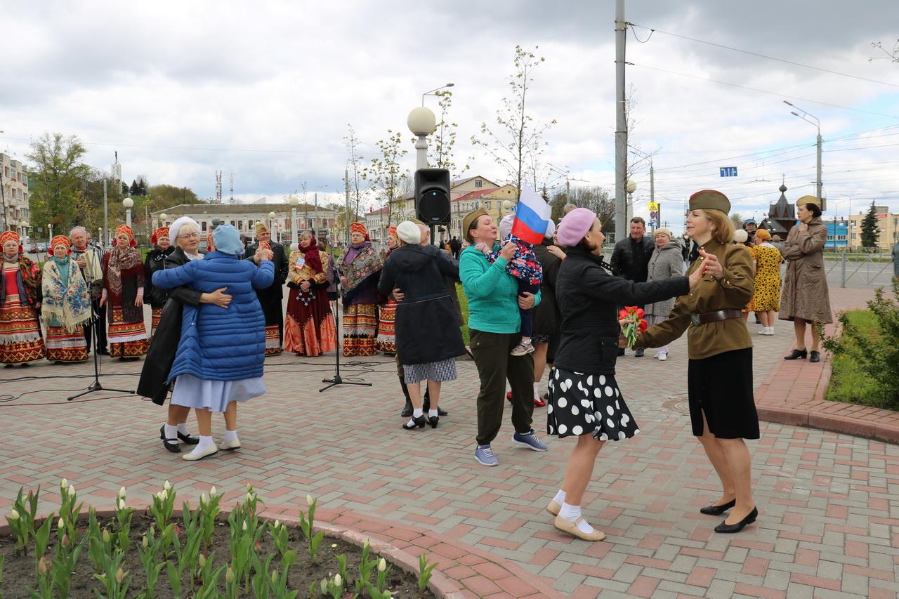 На 12 городских площадках Брянска организовали арт-проект «РиоРита — радость Победы»
