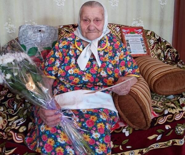 Жительницу Володарского района поздравили с 95-летним юбилеем