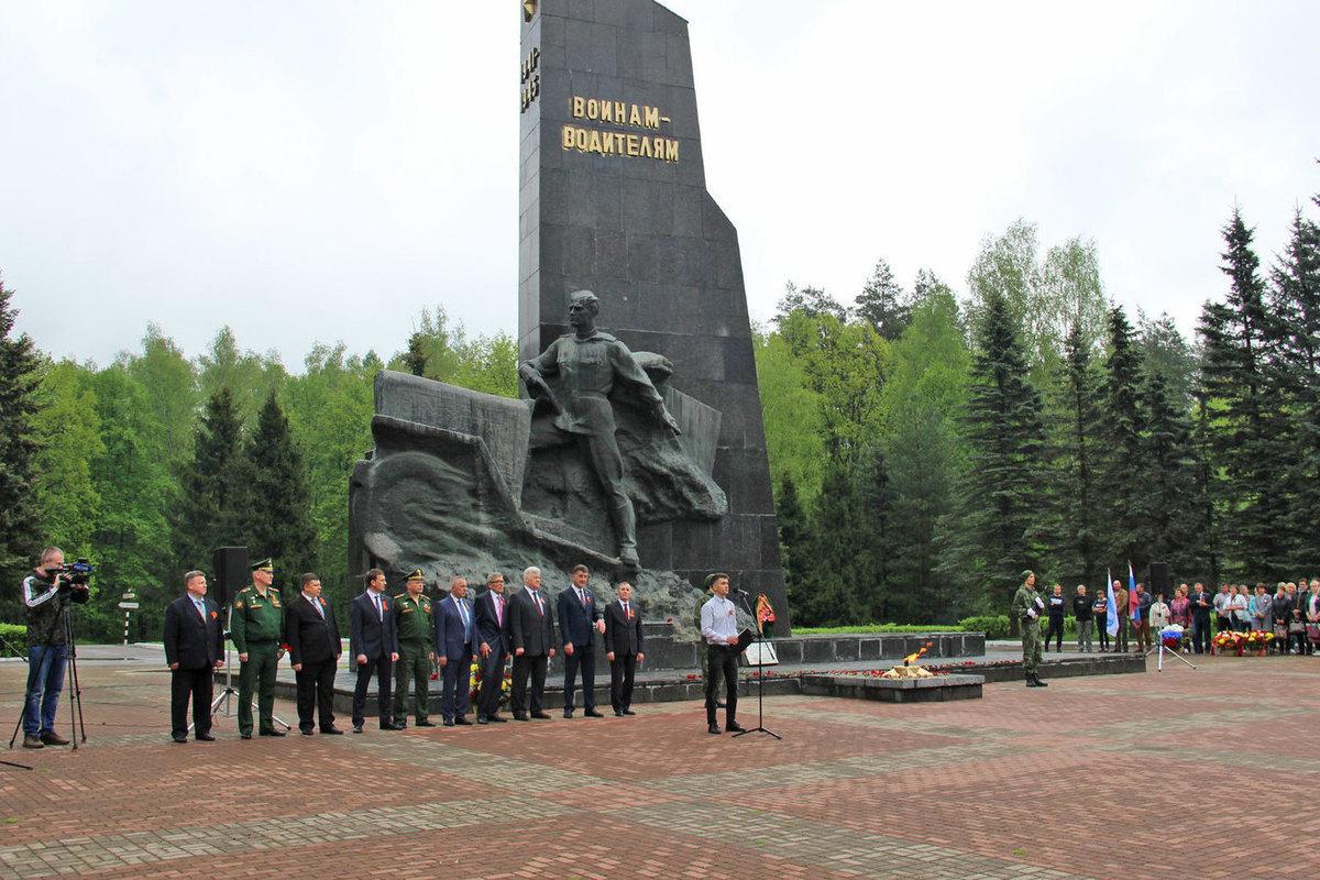 В Брянске почтили память погибших в годы войны водителей