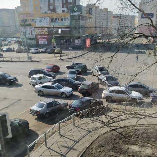 На улице Авиационной в Брянске произошел  автомобильный хаос
