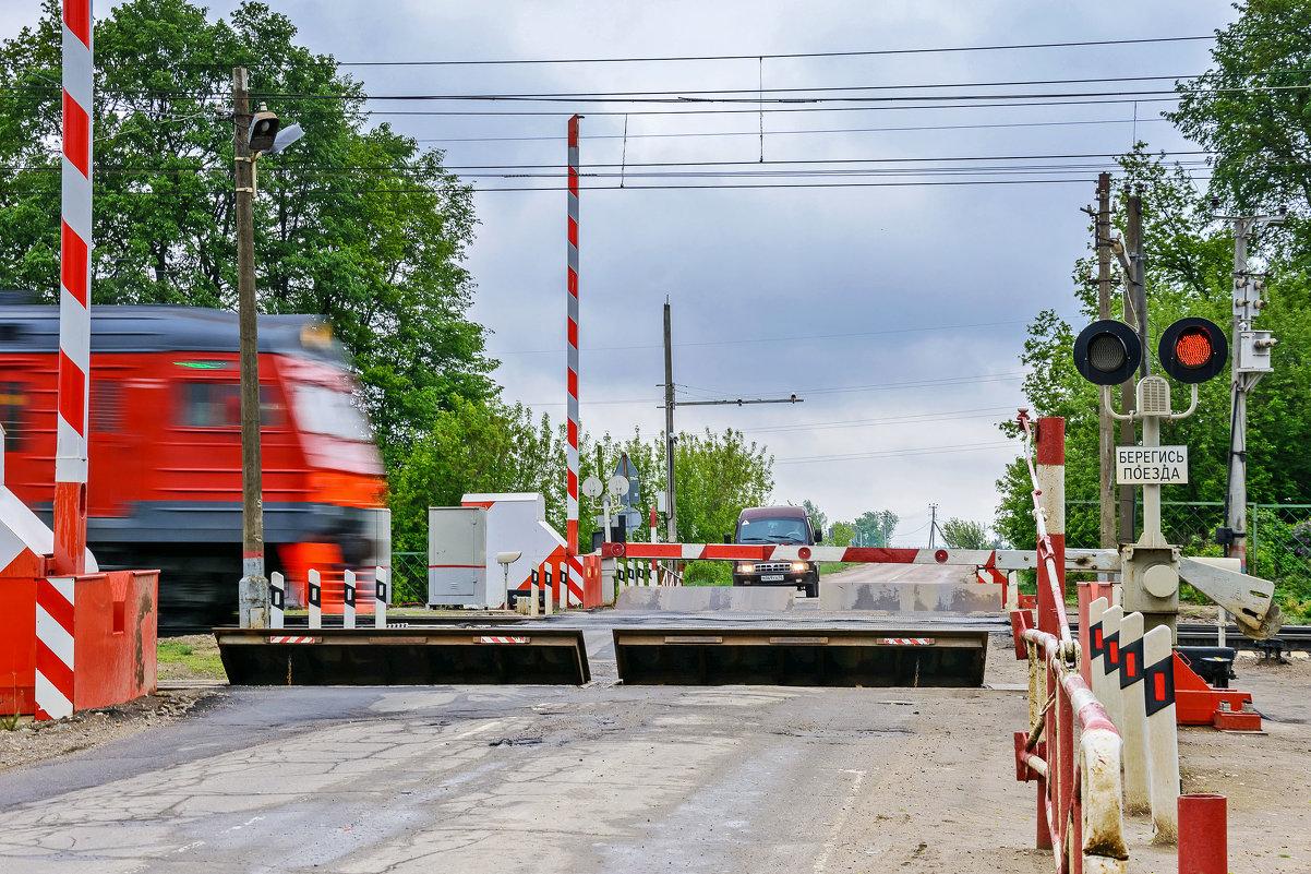 В Почепе на день закроют железнодорожный переезд