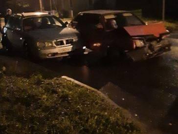 На пешеходном переходе в Брянске столкнулись три автомобиля