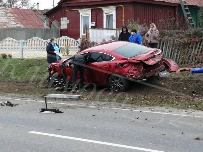 В Климовском районе легковушка влетела в частный дом