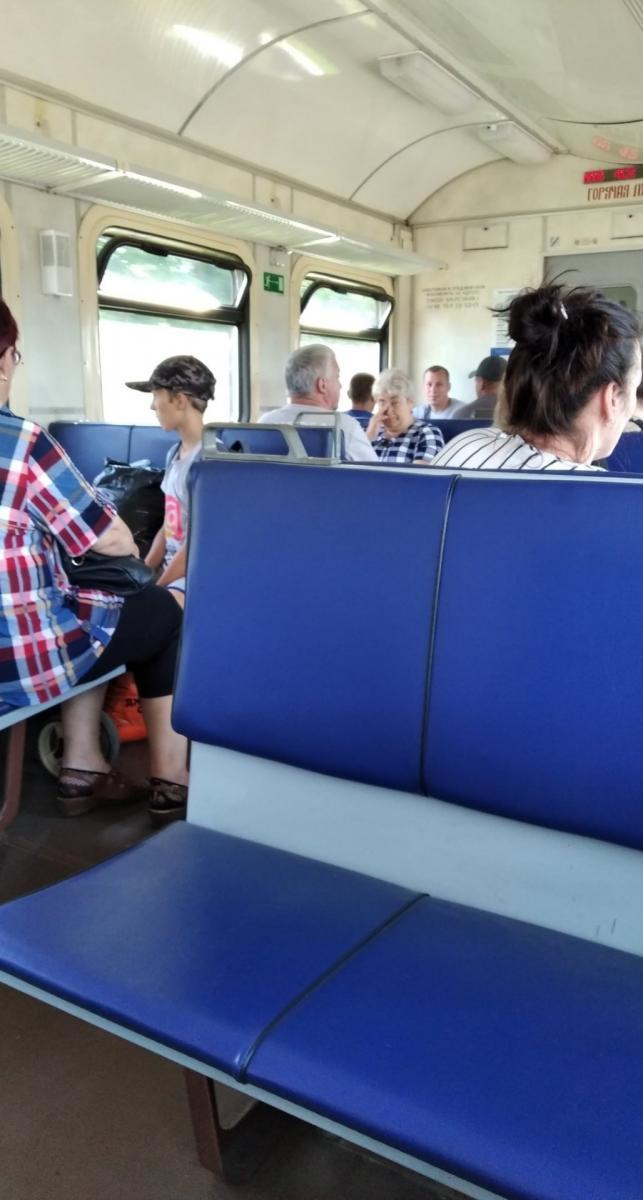 Жителя Брянска возмутили пассажиры без масок в электричке
