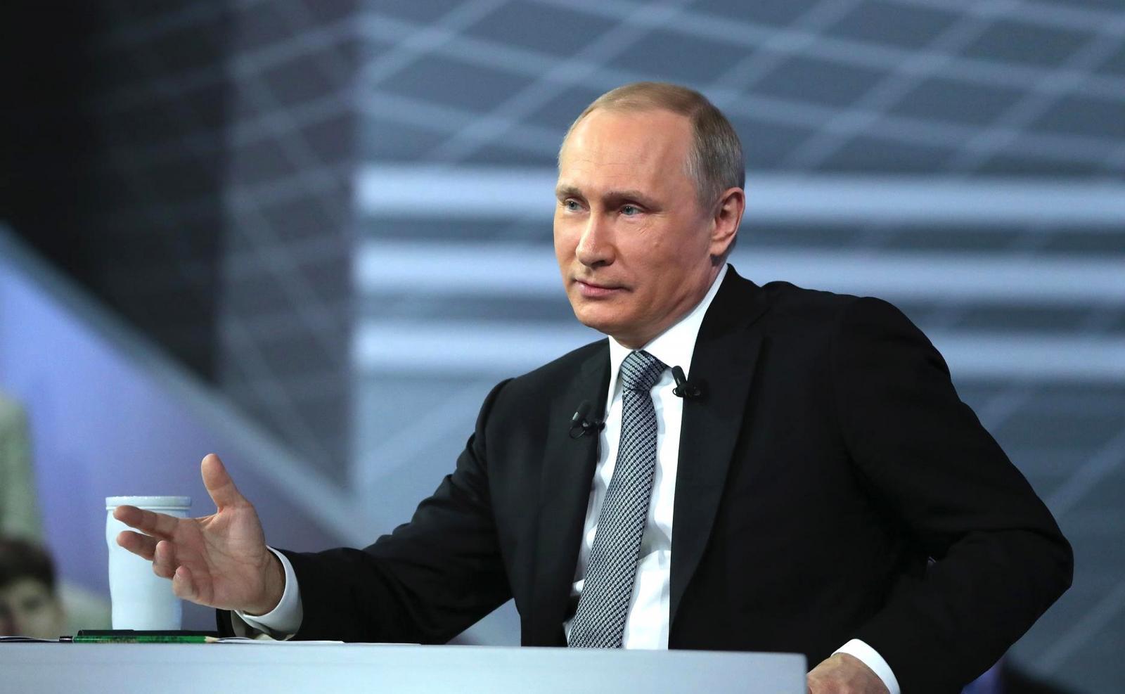Путин предложил безвозмездную финансовую помощь пострадавшим от коронавируса компаниям