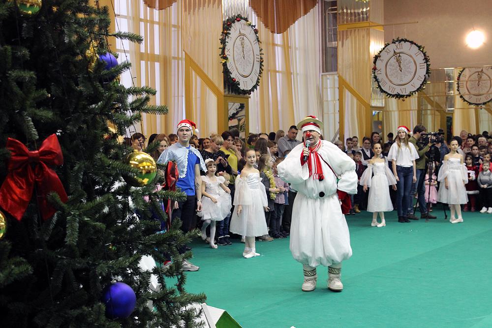 Из-за коронавируса в Брянской области отменили новогодние ёлки для детей