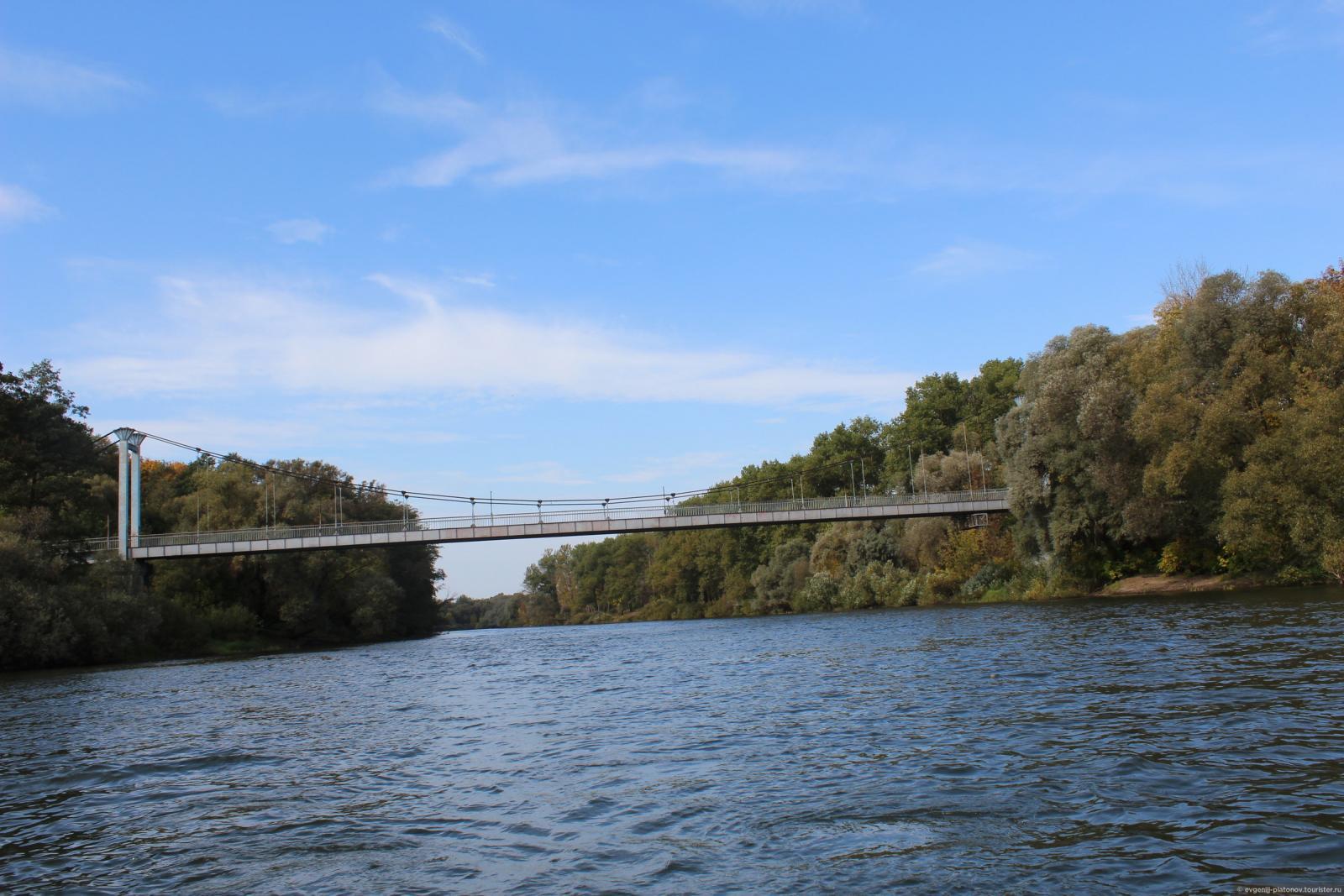 Житель Брянска в одиночку приступил к покраске Голубого моста
